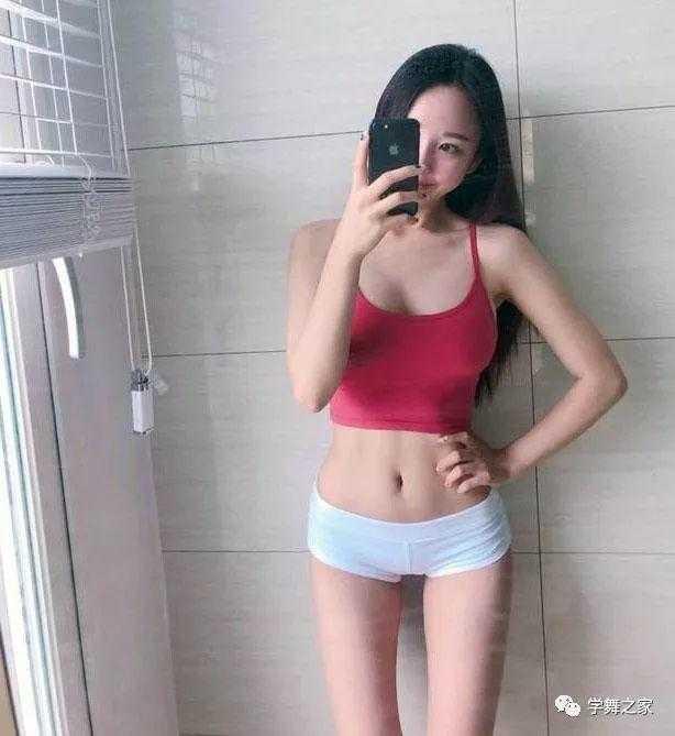 经常进行钢管舞训练的女孩,年仅25岁,拥有苗条身材!