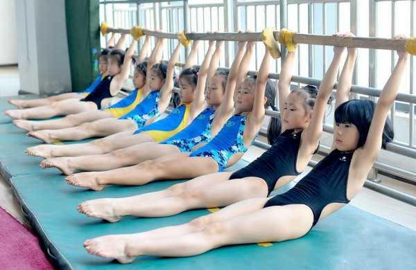 腿部下腰练习方法