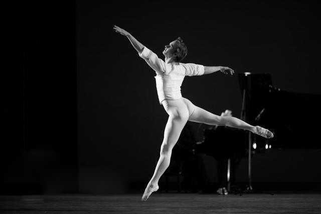 ABT美国国家芭蕾舞剧院当代芭蕾集锦《七首奏鸣曲》演出剧照