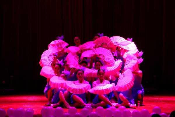 女子科学的舞蹈训练