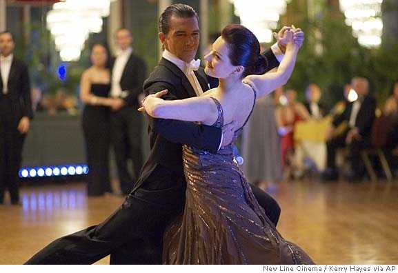 如何跳好「交谊舞」慢三步 ?