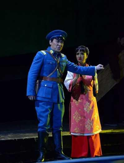 歌剧《八月桂花遍地开》锦城艺术宫上演