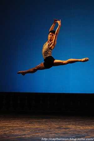 当前舞蹈演员的弹跳