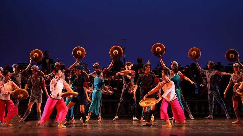 中央芭蕾舞团《红色娘子军》片段