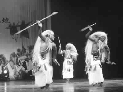 卢旺达歌舞团在京激情舞蹈