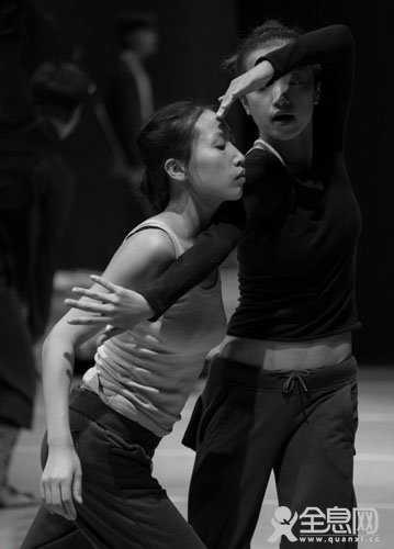 北京雷动天下现代舞团 《大地·震》的排练图