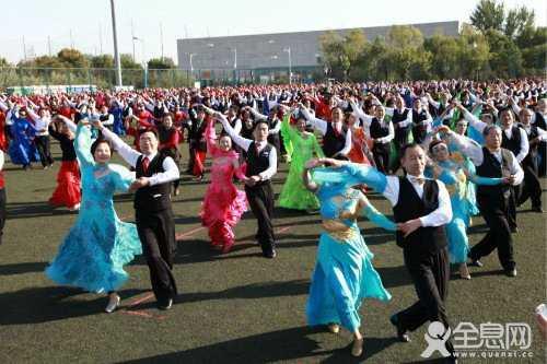 怎么跳交谊舞 中老年舞蹈要重韵律