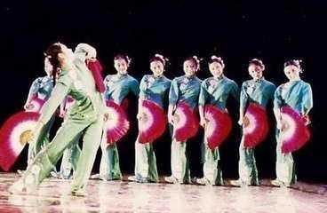 试论中国民间舞的技巧