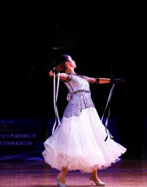 2018中国济南全国体育舞蹈(国际标准舞)公开赛落幕
