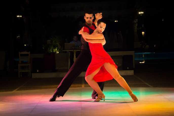 伦巴舞中的双人配合和时间值变化