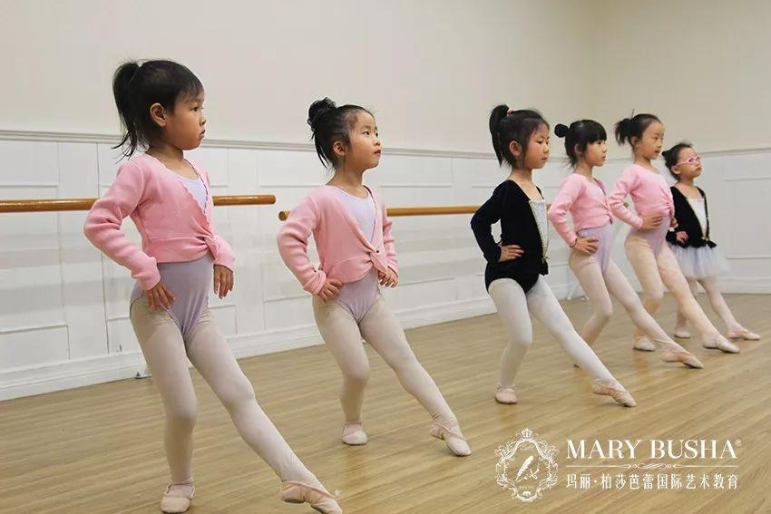 """芭蕾课堂:学芭蕾还要会""""擦地"""""""