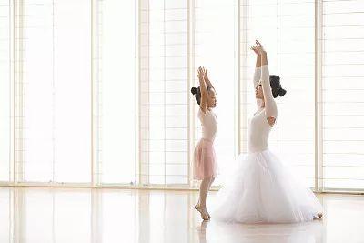 为什么芭蕾要从小练习?