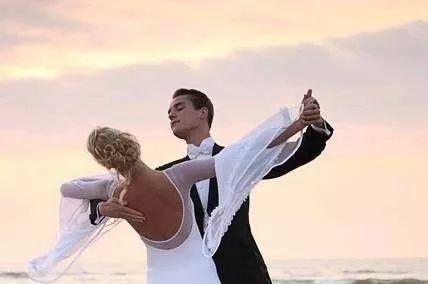 跳国标舞时男女士胸腰的注意要点