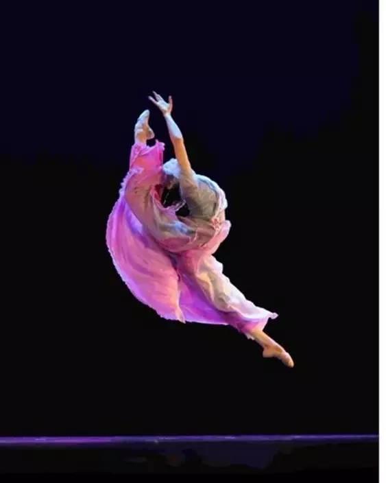 舞蹈基本功可以一个人练吗?