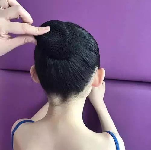 上舞蹈课为什么要盘头发?(附7种盘发的方法)