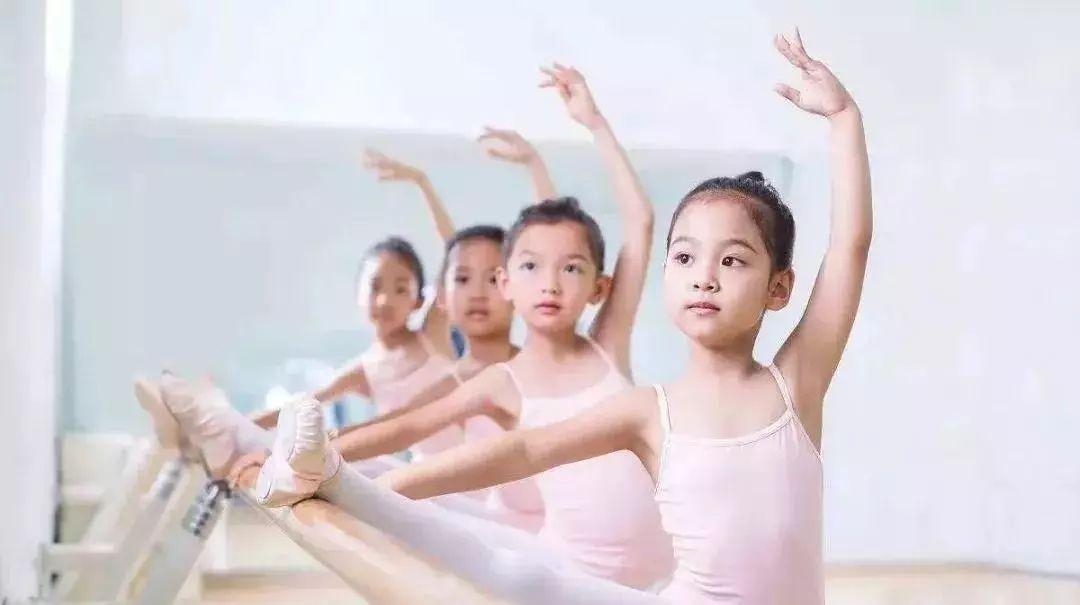 纠结孩子适合跳什么舞蹈?这5类舞蹈的优点值得家长看看