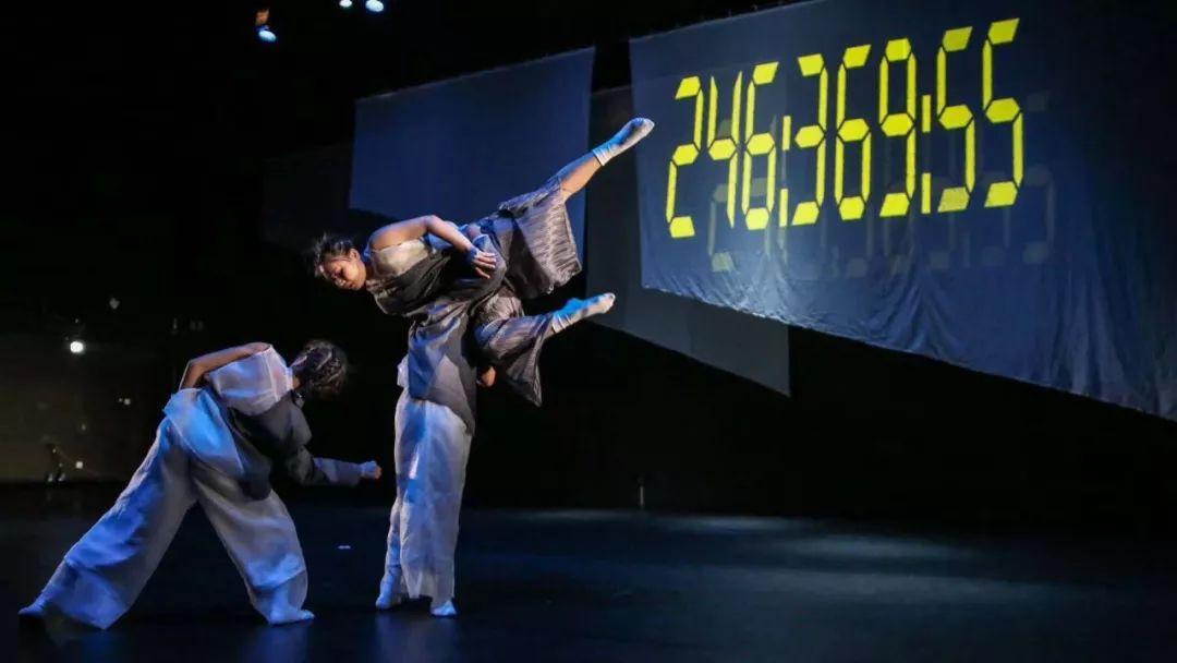 台湾体相舞蹈剧场经典舞剧《兔子先生:时间的跑者》