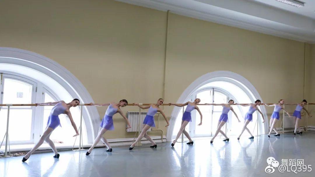 俄罗斯舞蹈学院舞蹈考试现场曝光:控腿做的那么轻松