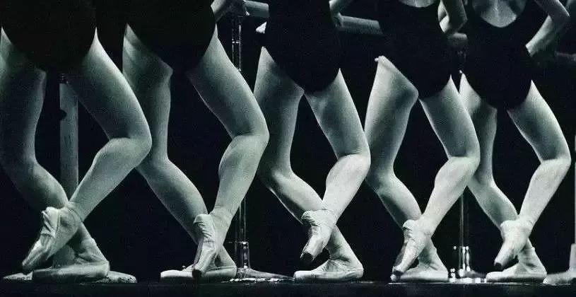 舞蹈基训:舞蹈单腿蹲教学及注意事项!