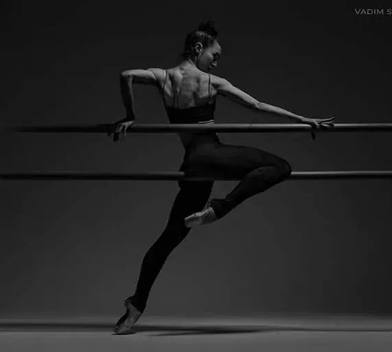 """从""""芭蕾把杆健身""""到""""古典芭蕾把杆专业组合训练""""美国兴起的全新""""优雅健身""""方式!"""