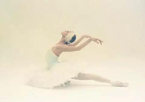 """世界著名舞蹈家伴着小提琴演绎""""把杆上的芭蕾舞""""!"""
