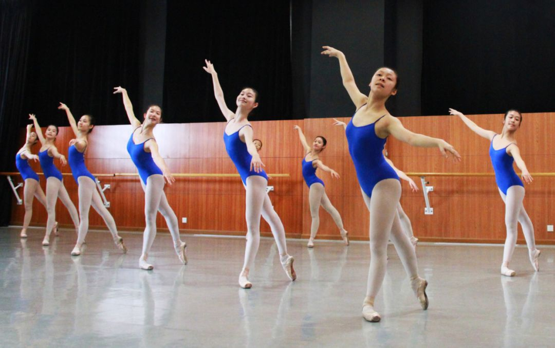 衡量学舞蹈的价值请不要用价格