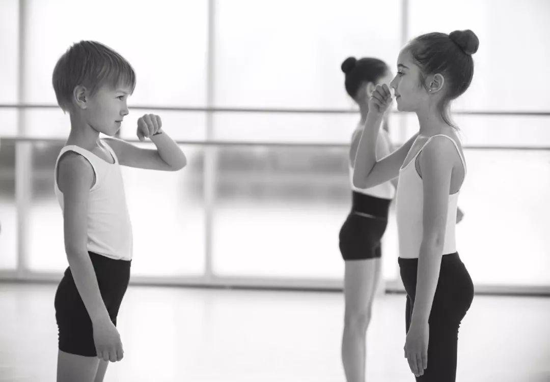 学舞蹈会长不高?还八字脚??