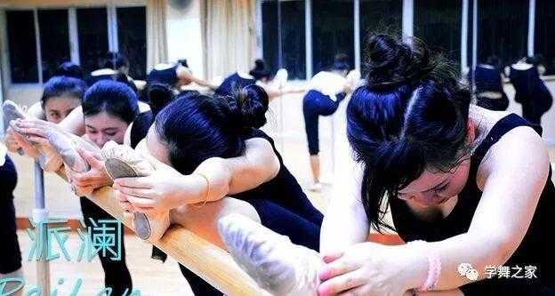 跳芭蕾舞的手位动作