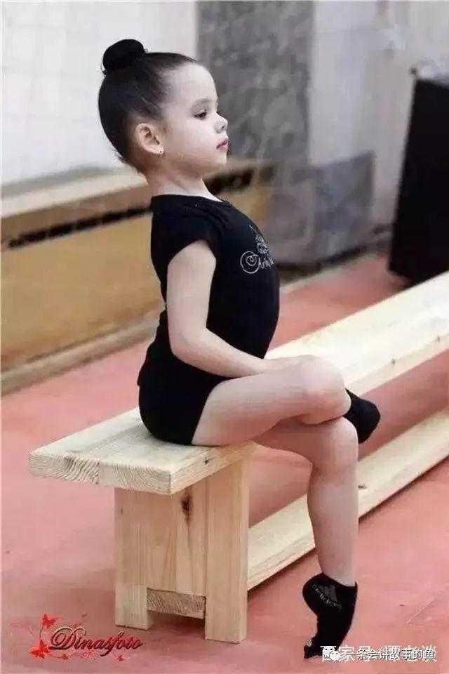 """舞蹈知识课堂第1课:学习舞蹈的基本坐姿""""公主坐""""你做对了吗"""