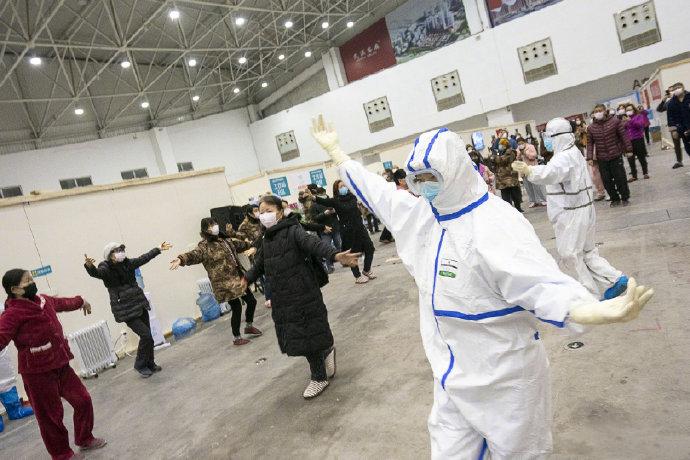 中国病人在方舱医院跳舞.png